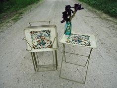 Vintage TV Tray Tables with Stand  - a mid-century classic!