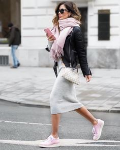 Pink scarf and pink shoes to grey bodycoon dress and blacl leather jacket