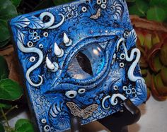 OOAK Polymer Clay Dragon Eye Blue 3 dimensionale Wandbehang Plaque #19 mit echten Swavorski Kristalle Fantasy Kunst Home Decor