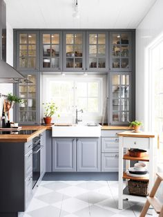 Do you want to have an IKEA kitchen design for your home? Every kitchen should have a cupboard for food storage or cooking utensils. So also with IKEA kitchen design. Here are 70 IKEA Kitchen Design Ideas in our opinion. Hopefully inspired and enjoy! Butcher Block Countertops Kitchen, Farmhouse Kitchen Cabinets, Kitchen Cabinet Design, Farmhouse Sinks, Kitchen Cabinets Around Window, Grey Countertops, Cabinet Space, Glass Kitchen Cabinet Doors, Kitchen Cabinetry