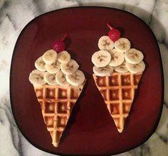 Essen anrichten, Idee Waffeln, Nachtisch, Frühstück, Bananen, Obst,Eis Eistüte,Gäste Kinder