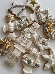 Oh What Fun! If you haven't had a Christmas cookie decorating party, you are missing out on one fun holiday event. Get inspired with these creative Christmas cookies (and some cakes, too! Christmas Sugar Cookies, Christmas Sweets, Christmas Goodies, Holiday Cookies, Christmas Baking, Gingerbread Cookies, White Christmas Desserts, White Christmas Ornaments, French Christmas