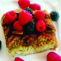 Planning a Mother's Day Brunch? This Overnight French Toast Casserole is a clean recipe made with cinnamon and pecan. Prep in the evening and bake for brunch! What's For Breakfast, Breakfast Recipes, Breakfast Healthy, Breakfast Dessert, Breakfast Dishes, Healthy Recipes, Healthy Breakfasts, Ww Recipes, Kitchen
