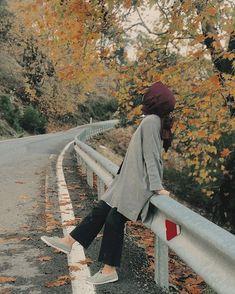 Teenage Girl Photography, Photography Poses Women, Portrait Photography, Wedding Photography, Hijabi Girl, Girl Hijab, Beautiful Muslim Women, Beautiful Hijab, Summer Instagram Pictures