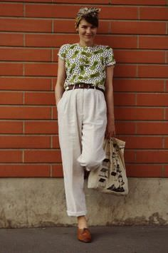 How to Redefine Your Thrift Shop Fashion Finds – Glam Radar - - floral top and vintage trousers Source by plaiddeer 1940s Fashion, Look Fashion, Vintage Fashion, Parisian Fashion, Spring Fashion, Latest Fashion, Fashion Trends, Look Retro, Look Vintage
