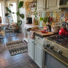 54 Classy Bohemian Style Kitchen Design Ideas - Home Sweet Home - Bohemian Interior Design Kitchen, Kitchen Designs, Kitchen Layouts, Kitchen Themes, Kitchen Photos, Room Interior, Kitchen Styling, Kitchen Storage, New Kitchen