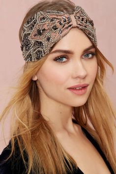 Hats off! Shop our best hat and hair accessories - from caps, fedoras, head pieces and more at Nasty Gal. Turban Headbands, Diy Headband, Headband Hairstyles, Diy Hairstyles, Turban Headband Tutorial, Fabric Headbands, Headband Styles, Handmade Headbands, Jeweled Headband