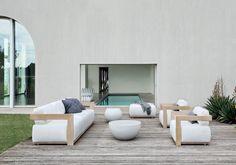 54 - Milan Flagship - Loren cama - banco Berry Meridiani | LuxeSource | Luxe Magazine - O Início de luxo Redefined