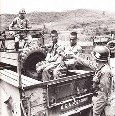 朝鲜战争- 美军押送志愿军战俘 Korean War Prisoners Of War, Korean War, North Korea, Dodge, Old School, Military, China, World, Photos