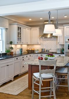 Grey kitchen / white cabinets