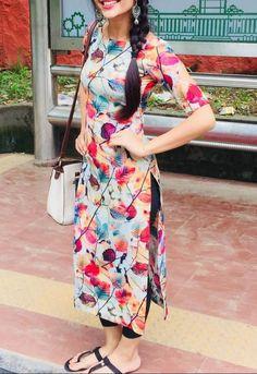 Simple Kurta Designs, Silk Kurti Designs, Churidar Designs, Stylish Dress Designs, Kurta Designs Women, Kurti Designs Party Wear, Designs For Dresses, Stylish Dresses, Latest Kurti Designs
