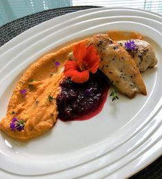 Letná kuracinka s batátovou kašou a čerešňovou omáčkou - recept Pesto, Ale, Pancakes, Chicken, Breakfast, Food, Meal, Pancake, Eten