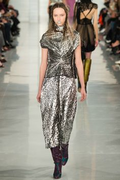 Maison Margiela / Spring 2016 Couture / Look 21 of 26 / Fashion Show Fall Fashion Trends, Runway Fashion, Spring Fashion, High Fashion, Fashion Show, Fashion Design, Fashion 2015, Fashion Weeks, Paris Fashion