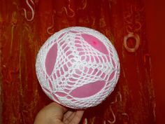 Moje robótki ręczne: Nowe bombki i schematy Lampe Crochet, Crochet Christmas Decorations, Crochet Ball, Sampler Quilts, Ball Ornaments, Christmas Balls, Decorative Plates, Crochet Patterns, Inspiration