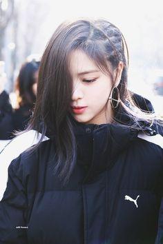 """girls don't want boys, girls want Shin Ryujin — a thread 。。♡"" Kpop Girl Groups, Korean Girl Groups, Kpop Girls, Afro, Gogo Tomago, Jennie Blackpink, Becky G, Girl Crushes, Beautiful Moments"