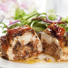 Poitrines de poulet farcies aux légumes et au Brie – Ingrédients de la recette : 2 poitrines de poulet, 5 ou 6 tranches de jambon, 2 piment vert, 2 piment rouge, 2 carotte