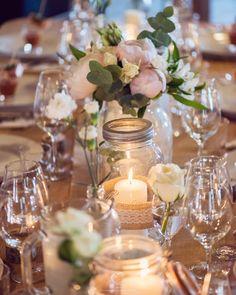Speiltvillingene – Tips til billig låvebryllup Graduation, Weddings, Table Decorations, Wedding, Moving On, Marriage, College Graduation, Dinner Table Decorations, Prom