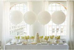 Leuk idee met de grote ballonnen op de achtergrond!