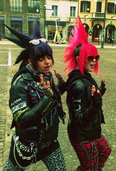 Baha they're cute as fuck. Source? Punk Goth, Afro Punk, 80s Punk, Punk Outfits, Grunge Outfits, Alternative Outfits, Alternative Fashion, Estilo Punk Rock, Punk Rock Girls