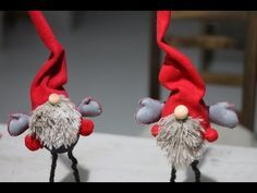 Learn how to make this Scandinavian Tomte/Nisse Christmas Gnome. A nisse (usually Norwegian/Danish) and a tomte (usually Swedi. Scandinavian Christmas Decorations, Swedish Christmas, Christmas Crafts To Make, Christmas Gnome, Outdoor Christmas, Mery Crismas, Sos Cookies, Gnome Tutorial, Diy Tutorial