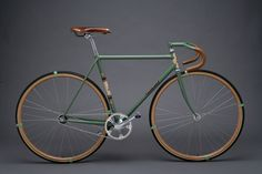bike- if only it weren't a fixie. Bici Retro, Velo Retro, Velo Vintage, Retro Bicycle, Vintage Bikes, Vintage Leather, Fixed Gear Bikes, Fixed Bike, Track Cycling