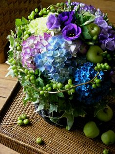 Aujourd'hui, j'ai fait un bouquet de ton vert-blue-violet. C'est un aussi bouquet d'été qui nous donne un sens rafraichissant grâce à ces couleurs.