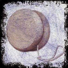 """EL YO-YO DEL """"YO, YO Y YO"""" // Desconfía cuando alguien mucho diga  """"yo, yo, y yo"""", por aquí, por allá, por ambos lados; ¡tanta gente se auto-erige en diosecillos cada cual en el centro de su esfera! y en el centro de ese centro está su ombligo que obra como un agujero negro absorbiendo hacia sí mismo lo que encuentra: """"yo, yo, y yo"""" por arriba y por abajo; que se apiade del de enfrente desespera."""