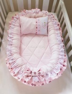 New Ideas for sewing baby projects newborns sleeping bags Baby Bassinet, Baby Cribs, Baby Nest Pattern, Newborn Sleeping Bag, Sleeping Bags, Baby Nest Bed, Baby Sewing Projects, Baby Pillows, Baby Sleep