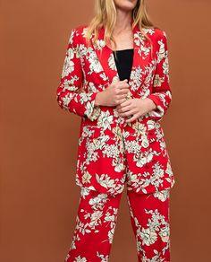 Head to the webpage just click the tab for even more information light blazer womens Blazers For Women, Jackets For Women, Floral Blazer, Printed Blazer, Leather Blazer, Zara Women, Summer Looks, Flower Patterns, Kimono Top