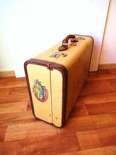 """MALETA VINTAGE """"AIRPORT"""" AÑOS 50. Para ver más fotos al detalle, descripción y precio, clica en el siguiente enlace: http://tabanovintage.blogspot.com.es/2014/02/maleta-vintage-airport-ref42.html#links"""
