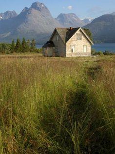 Lyngen Alps Norway | ... House, Lyngfjellan, Lyngen Alps, Near Tromso, Norway, Scandinavia