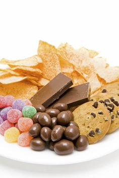 Sugar substitutes – are they a way for seniors to enjoy sweets guilt free? Or, are they simply another substance that is not good for health? For seniors who strive to eat a healthy diet in order to Senior-Care-Monmouth-Junction-NJprevent health problems Sugar Industry, Food Industry, Starchy Foods, Food Challenge, Sweets Recipes, Healthy Recipes, Healthy Desserts, Healthy Foods, Food Cravings