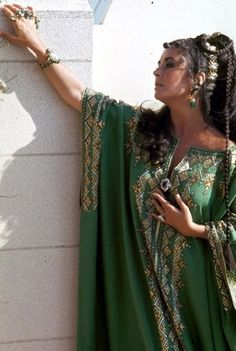 A caftan. Looks fine on Liz, especially with the jewelry. But I wouldn't wear it.  Would you?