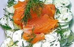 Romige komkommersalade met gerookte zalmsnippers Easy Cake Recipes, Fish Recipes, Low Carb Recipes, Healthy Recipes, Roasted Salmon, Smoked Salmon, Celtic Food, Good Food, Yummy Food