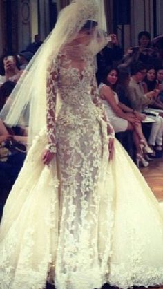 Zuhair Murad Wedding Gown - FW 2014 = Ohhhhh ABBEY!!!!!!!! LOOK at THIS one, Chicha!!!!!!!!! Lord have mercy!!!