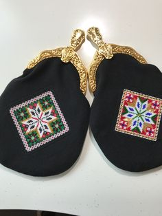 Made by Inger Johanne Wilde Flip Flops, Beads, Sandals, Shoes, Women, Fashion, Beading, Moda, Shoes Sandals