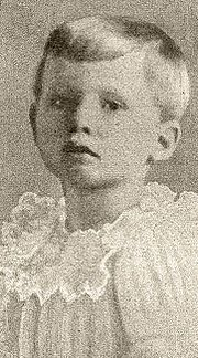 Prince Henry of Prussia Prince Henry was only 4 when sadly perished after an accidental fall while standing on a chair after he saw his mother was coming home on February He was described as suffering from hemophiliac. Taken: 1904 in Kiel, SH Germany Princess Alice, Princess Elizabeth, Royal Princess, Prince And Princess, Queen Victoria Children, Queen Victoria Family, Princess Victoria, Prince Henry, Prince Albert