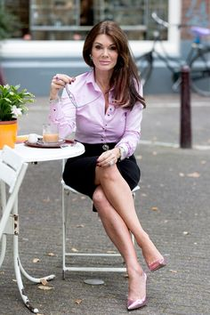 Photos From the Ladies' Trip to Amsterdam - Celebrity Fashion Trends Lynn Wyatt, Lisa Vanderpump, Vanderpump Rules, White Shirts Women, Housewives Of Beverly Hills, Classy Women, Classy Lady, Lovely Legs, Fashion Poses