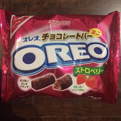 Nabisco OREO Strawberry Mini Chocolate Bars Japanese 3.91 oz. 12 Bars