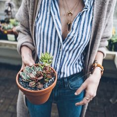 Date Outfits, Classy Outfits, Vintage Outfits, Casual Outfits, Striped Outfits, Look Fashion, Autumn Fashion, Vertical Striped Shirt, Vertical Stripes