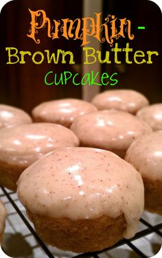 Although pumpkin desserts are more common in fall, delicious cupcakes are always welcome. These Pumpkin-Brown Butter Cupcakes are incredibly moist and have Brownie Desserts, Köstliche Desserts, Delicious Desserts, Yummy Food, Winter Desserts, Pumpkin Recipes, Fall Recipes, Holiday Recipes, Cupcake Recipes