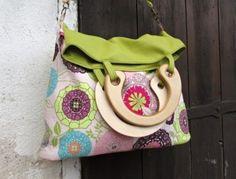 velká ,prostorná , variabilní ,překlápěcí  taška ušitá z krásné bavlněné…