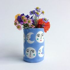 Inspiration for a painted clay vase project: Luna Vase 1 / lisajunius Ceramic Pottery, Ceramic Art, Hand Painted Pottery, Pottery Painting, Hand Painted Ceramics, Art Projects, Projects To Try, Keramik Design, Decoration Inspiration