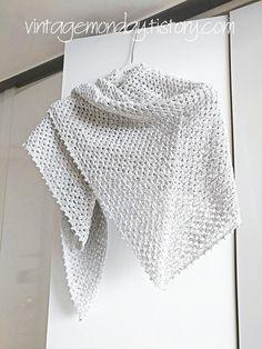 살짝 이르기는 하지만 꽃샘추위로 쌀쌀한 봄 날씨에 딱인 삼각숄을 만들었습니다. 단순한 패턴이라서 익히기는 쉽지만 작은 코바늘로 길게 작업해야하기 때문에 지루함과의 싸움이었습니다. 호수가 더 작은 코바.. Crochet Shawl, Knit Crochet, Knitting, Accessories, Vintage, Fashion, Crochet Squares, Dressing Rooms, Moda