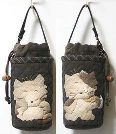 【代購】貝田明美材料包_貝田明美的小錢包(小袋物)材料包 P系列_貝田明美的材料包_名師特區_麻雀屋手藝工坊 | 小蜜蜂手藝世界 | 就是拼布精品 Patchwork Designs, Patchwork Bags, Quilted Bag, Japanese Patchwork, Japanese Quilts, House Quilts, Fabric Bags, Crochet Purses, Small Quilts
