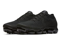 A Nike Air VaporMax Triple Black 2.0 Will Be Releasing Next Month Nike Vapormax Flyknit, All Black Shoes, Curvy Fashion, Runway Fashion, Fashion Shoes, Fashion Models, Sporty Fashion, Sporty Outfits, Work Outfits