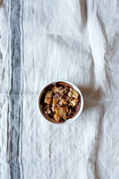 There is something special about baked oatmeal, but I can't pinpoint what it is – maybe it's the texture, or maybe it's just the smell that fills the room while making it. Sunday Breakfast, Breakfast Ideas, Vegan Gluten Free, Vegan Vegetarian, Vegan Kitchen, Baked Oatmeal, Apple Pie, Warm, Baking