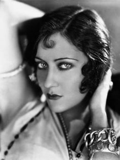 Gloria Swanson wants you to f- off.    Scandals of Classic Hollywood: The Gloria Swanson Saga, Part One | The Hairpin