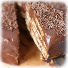 Marquesa de Chocolate | Las Dos Bocateras Köstliche Desserts, Delicious Desserts, Yummy Food, Peanut Free Foods, Venezuelan Food, Venezuelan Recipes, Chocolate Deserts, Nutella Recipes, Pie Cake