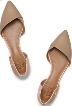 NUDE POINTED TOE FLATS without much decoration Again, these shoes will lengthen your body visually.